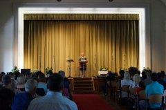 Frau_Zimmermann-Schubert_unsere_Schulleiterin_bei_ihrer_Ansprache.jpg